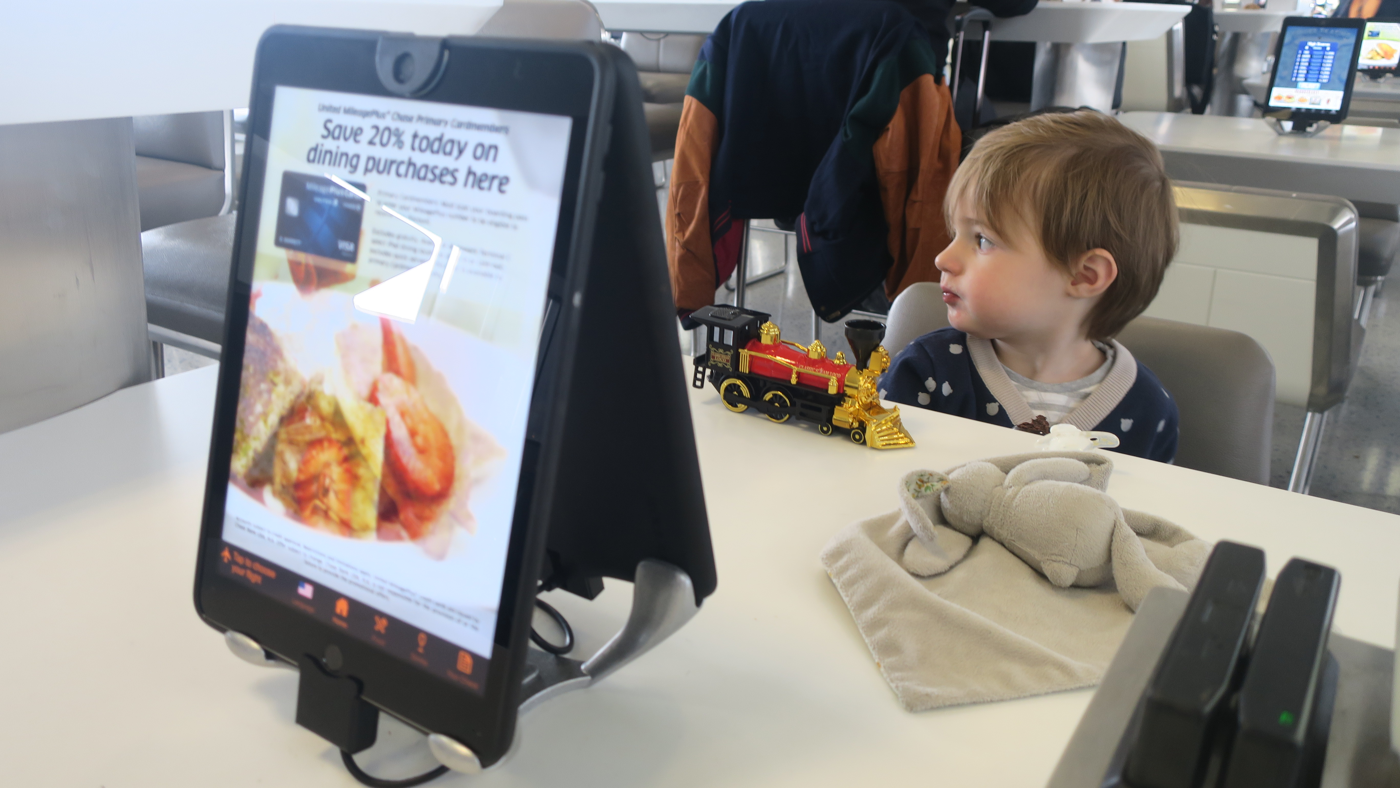 voyager avec un enfant aéroport