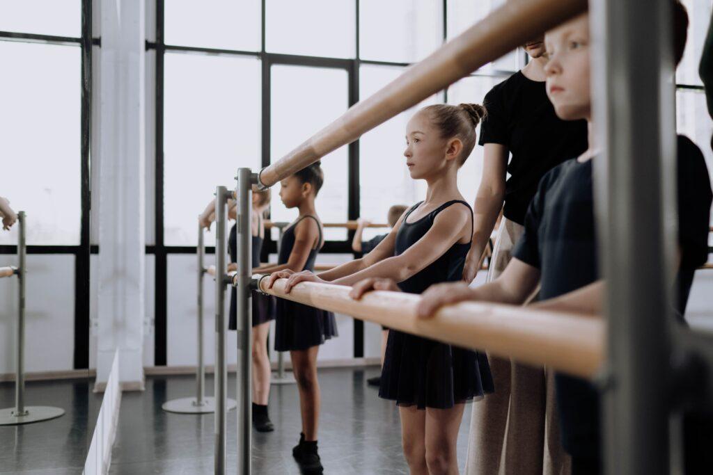 jeune danseuse: activité parascolaire activité extrascolaire