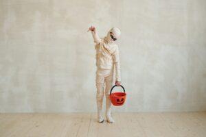 chasse aux trésors halloween trick or treat enfant déguisé en zombie